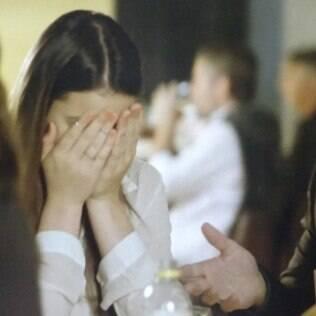 Luiza morre de vergonha da atitude do namorado