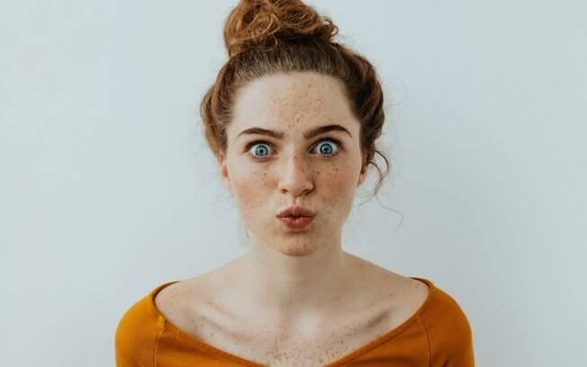 As sardas no rosto aparecem, principalmente, em pessoas que têm pele sensível e, por isso, precisam de cuidados especiais