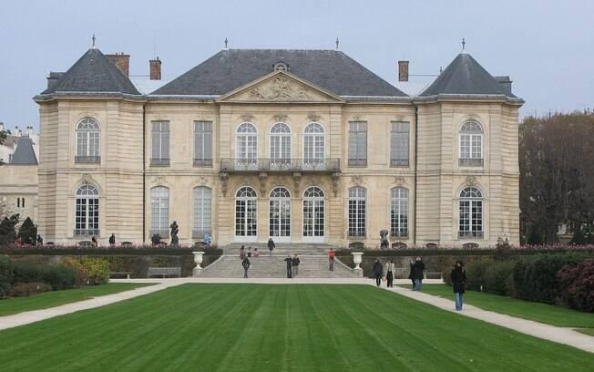 Com esculturas espalhadas pelo jardim e pela residência, o Museu Rodin é um dos mais charmosos de Paris. Foto: Wikipedia
