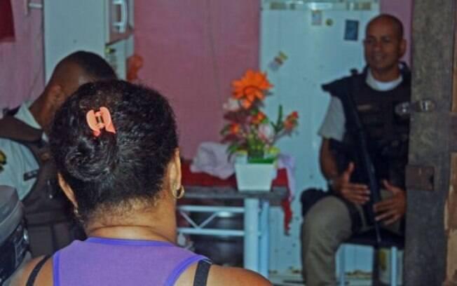 Policiais fazem visitas surpresa a mulheres que recorreram à Justiça para manter agressores à distância