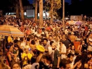 CIDADES . BELO HORIZONTE , MG  CARNAVAL  Desfile do bloco Tchanzinho da Zona Norte, no bairro Jaragua, em Belo Horizonte  FOTO: LINCON ZARBIETTI / O TEMPO / 13.02.2015
