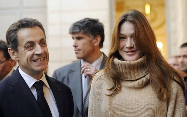 Nicolas Sarkozi e Carla Bruni: primeira aparição da cantora após nascimento do casal