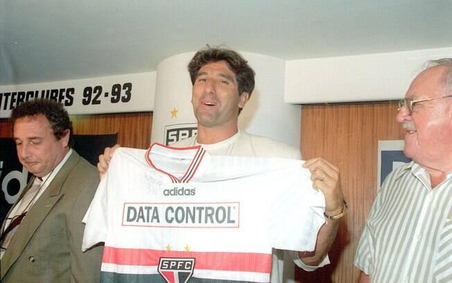 Em 1997, Renato Gaúcho foi apresentado com pompas pelo São Paulo, mas ele nunca defendeu o clube. Foto: Gazeta Press