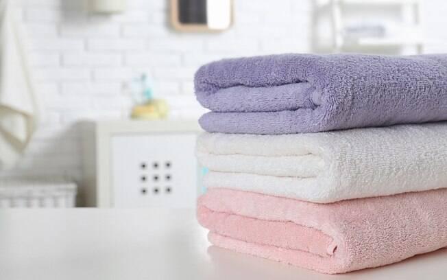 Saber como lavar toalhas de banho corretamente é essencial para deixá-las macias e não prejudicar a absorção das peças