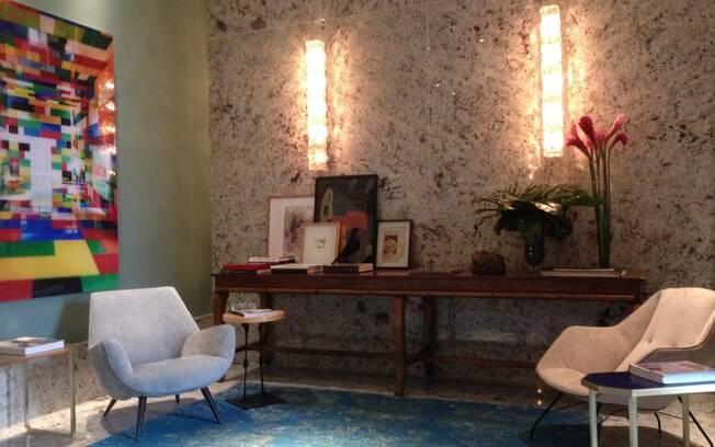 Rodrigo Kolton e Beto Monzon planejaram o Hall do Colecionador do Apartamento 1, ambiente adornado por diversas obras de arte