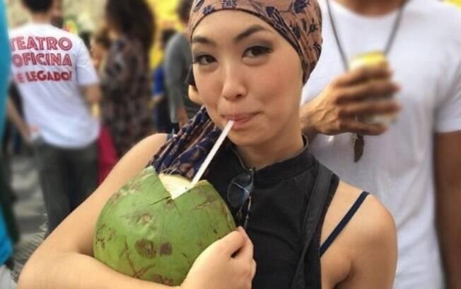 Ana Hikari segue uma dieta saudável e afirma que está comendo mais do que comia antes de passar com a nutricionista