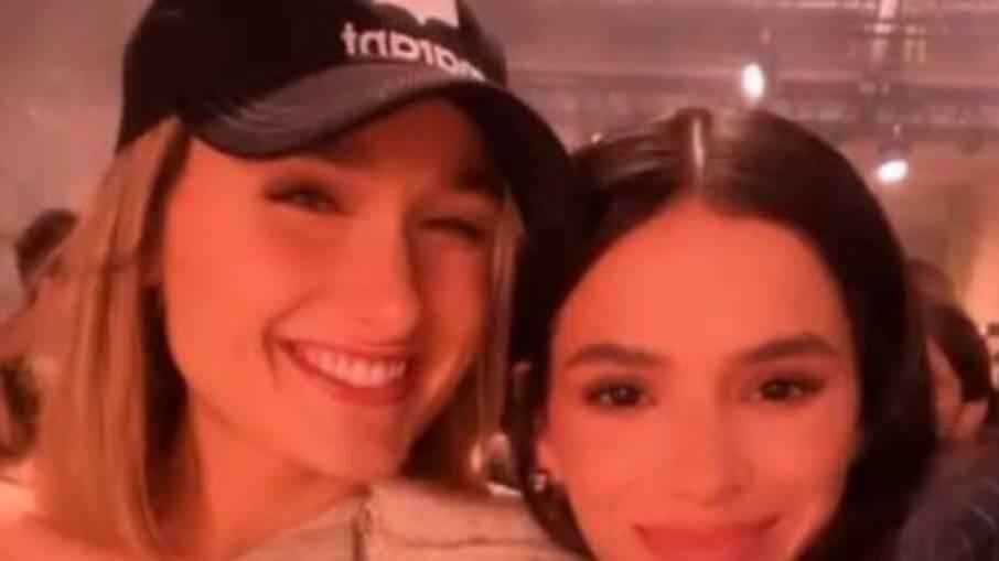 Bruna Marquezine e Sasha Meneghel em Paris