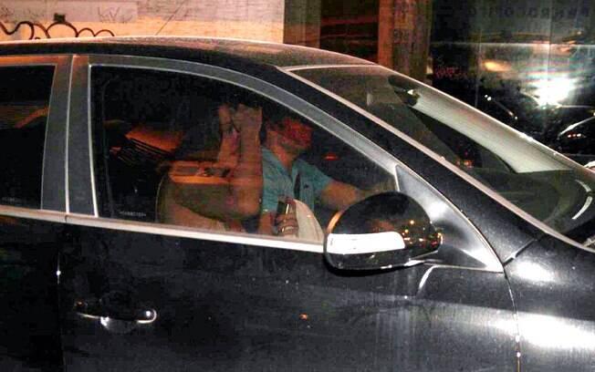 Claudia Raia entrou no carro de seu affair nesse sábado (3)