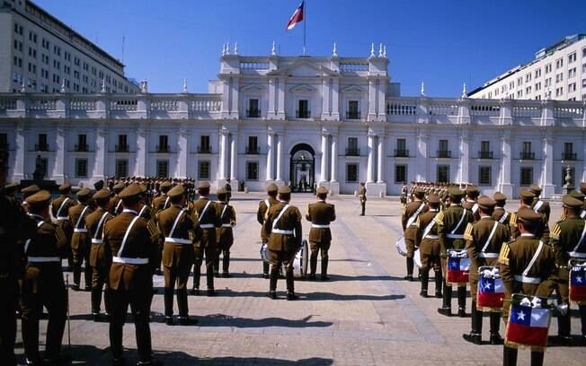 Troca de guardas em frente ao Palácio de La Moneda