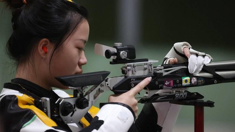 Qian Yang venceu a prova de carabina de ar de 10m