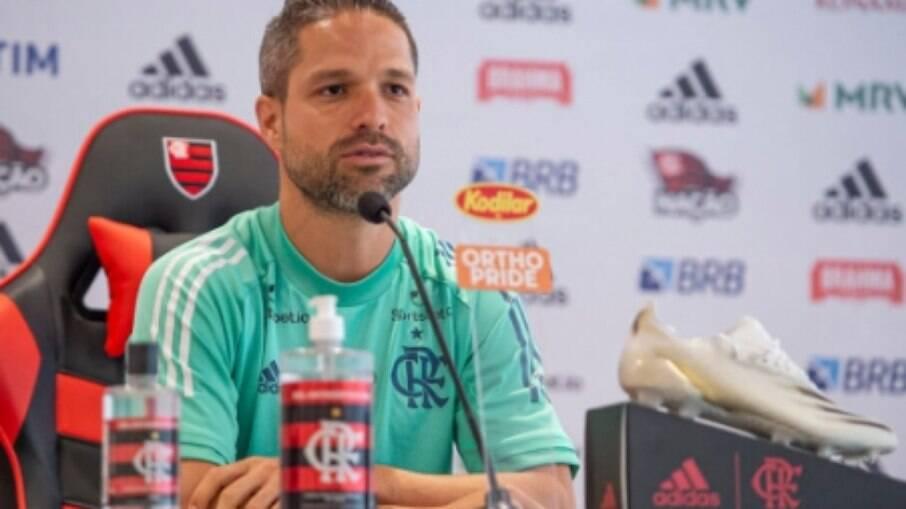 Diego reitera respeito por Abel Braga antes de decisão pelo Flamengo: 'Vai ser um prazer reencontrá-lo'
