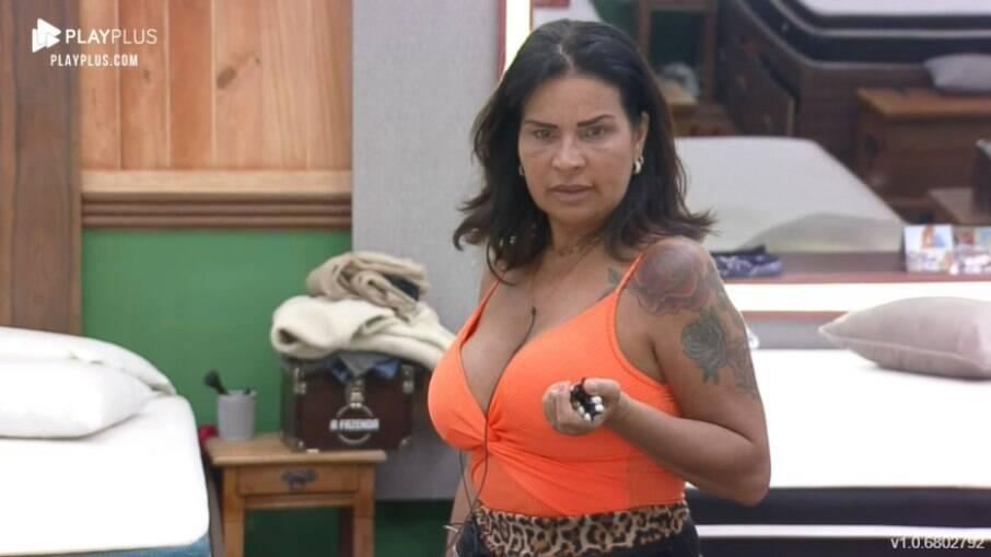 Solange Gomes se irrita com fofocas
