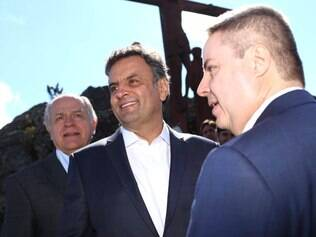 Aécio esteve ao lado do candidato ao governo de Minas, Pimenta da Veiga, e do candidato a senador, Antonio Anastasia