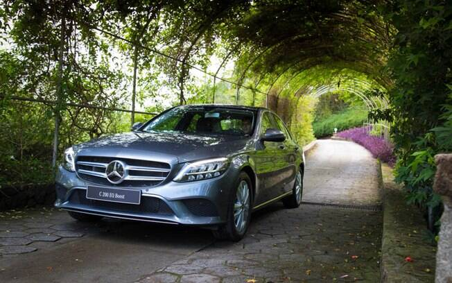 Com recursos elétricos, o Mercedes Classe C pode causar confusões na versão EQ Boost