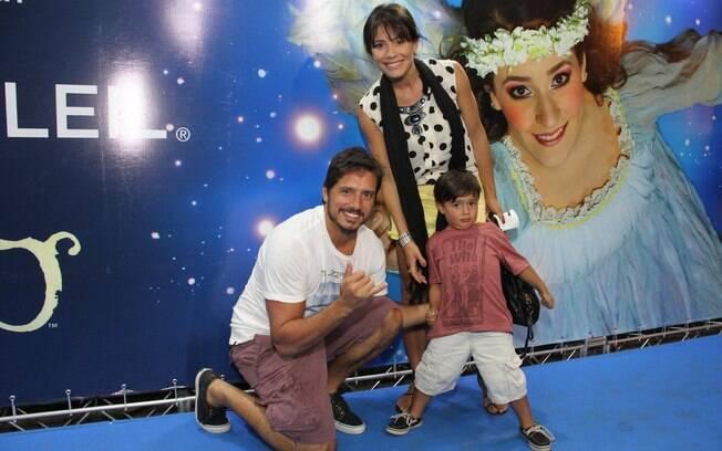 Juliana Knust com o marido, Gustavo Machado, e o filho Matheus