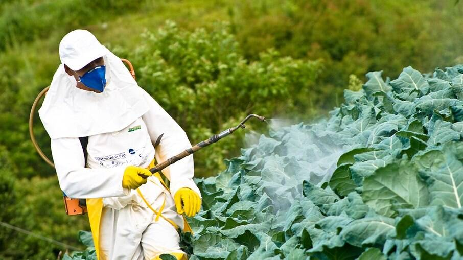 Governo aprova 67 novos agrotóxicos