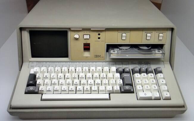 O IBM 5100 foi um dos primeiros computadores pessoais a serem comercializados.