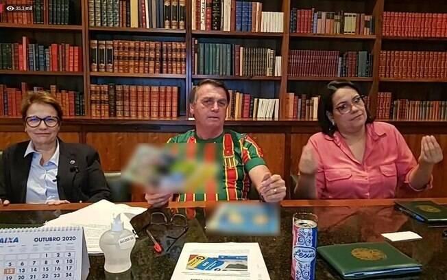Bolsonaro fez piada homofóbica em evento, ao tomar Guaraná Jesus: