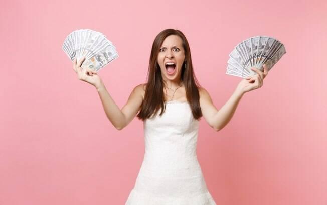 Noiva diz que sogra não quer ajudar com as despesas financeiras do casamento e sofre críticas em fórum da internet
