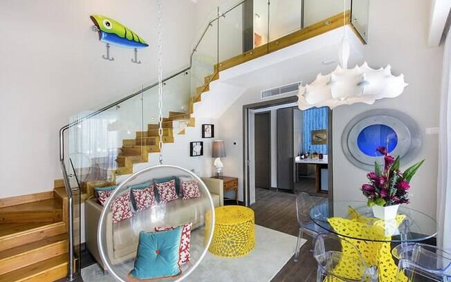 Nos outros cômodos da casa, há objetos inspirados no desenho, mas a decoração é mais