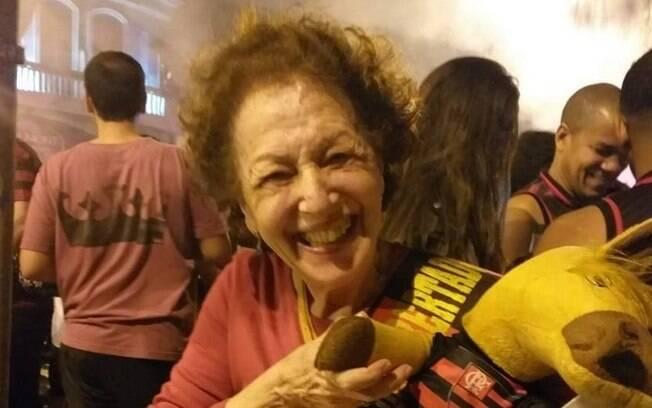 Título do Flamengo emociona, e 'vovó torcedora' festeja na rua: