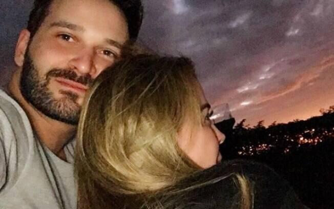 Zilu Camargo e Marco Ruggiero completam cinco meses de namoro