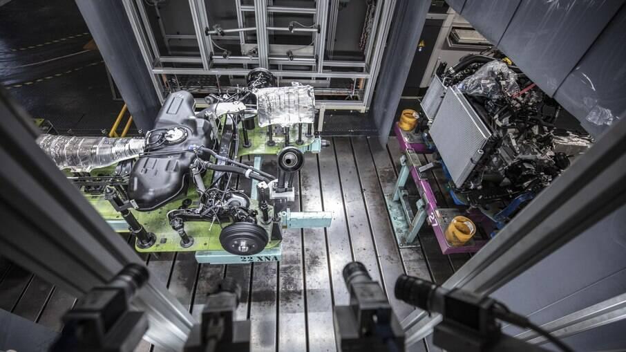 Fábrica de Flins (França) vai converter veículos a diesel para propulsão elétrica entre o que foi programado pela fabricante