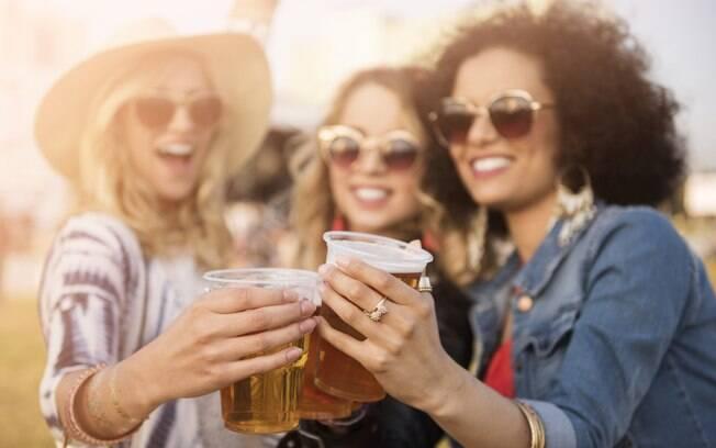 Até aquela cervejinha com os amigos pode te deixar inchada
