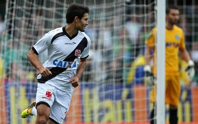 Pedro Ken, formado no Coritiba, marcou para o  Vasco no Couto Pereira