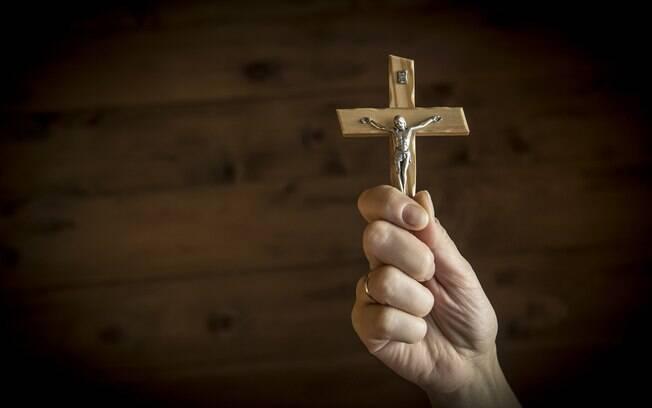 Chamado pela polícia na Rússia, o exorcista afirmou que os eventos estão acontecendo por causa de rituais pagãos