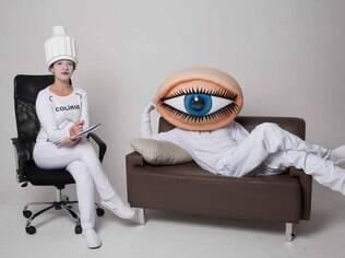 """Dupla de personagens """"Olho e Colírio"""" interagem com a população da cidade de 20 a 24 de maio para alertar sobre cegueira sem cura pelo glaucoma"""