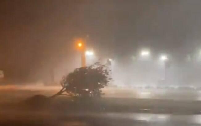 O furacão Laura deixou pelo menos três mortos nos Estados Unidos.