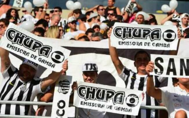 Torcida do Santos protestou contra a Globo