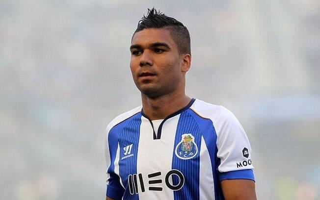 Casemiro deixou o São Paulo em baixa, chegou ao Real Madrid, mas é no Porto que ele vem jogando bem