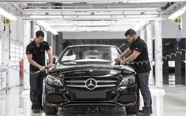 Mercedes-Benz Classe C: sedã passa a ser apenas importado depois do encerramento das atividades na fábrica em São Paulo