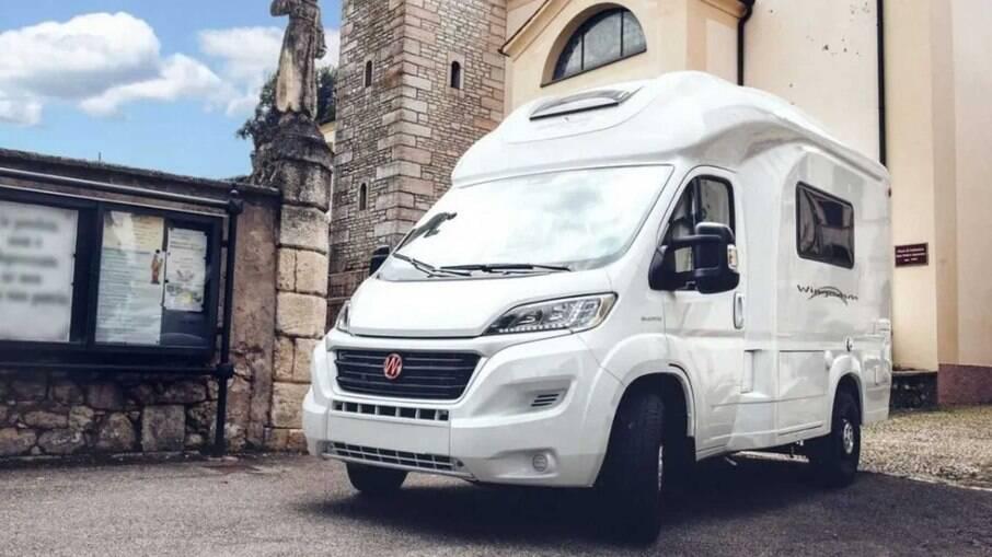 Motorhome Oasi 540 da italiana Wingamm oferece conforto para até seis ocupantes.