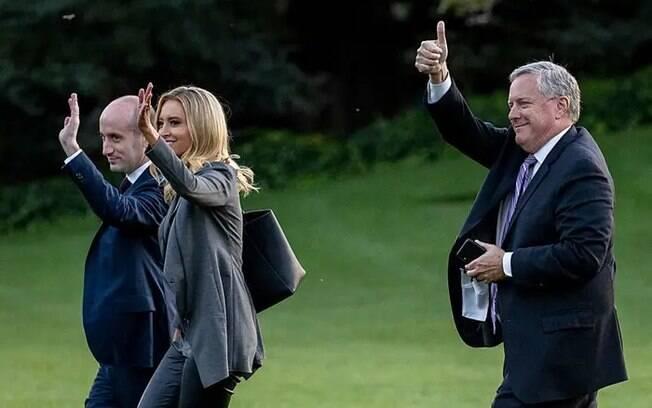 Conselheiro sênior de política Stephen Miller, secretário de imprensa da Casa Branca Kayleigh McEnany e chefe de gabinete da Casa Branca Mark Meadows em 20 de outubro