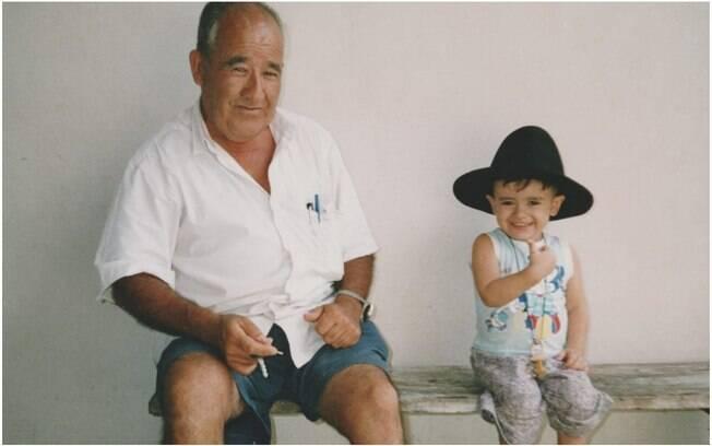 William, 24 anos, conta as histórias e determinação do avô Renato, 85, para afirmar o quanto ele é seu exemplo