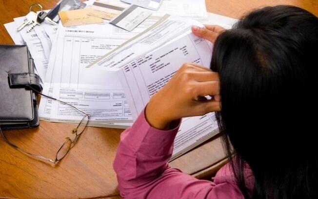 Não vale a pena: as taxas do cheque especial e do rotativo do cartão são as mais caras entre as oferecidas pelos bancos