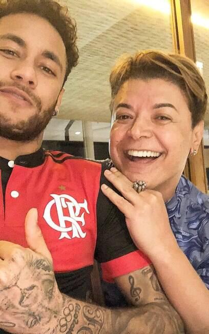 Neymar vestiu a camisa do Flamengo em 2018 ao lado do amigo David Brazil