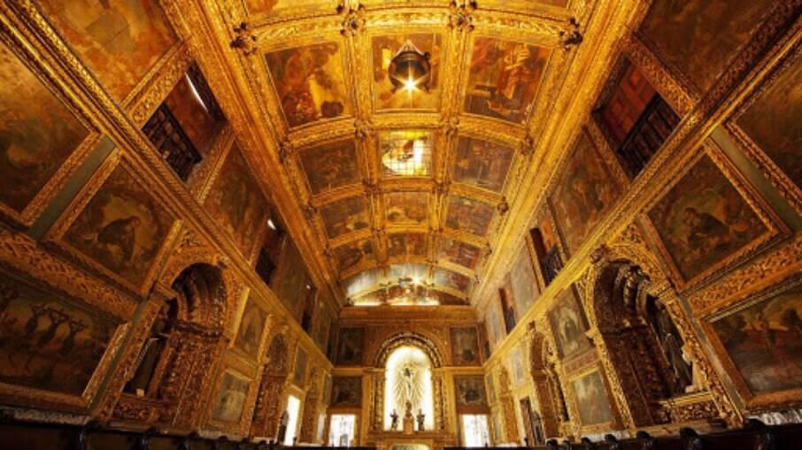 Capela Dourada, por dentro, no centro do Recife