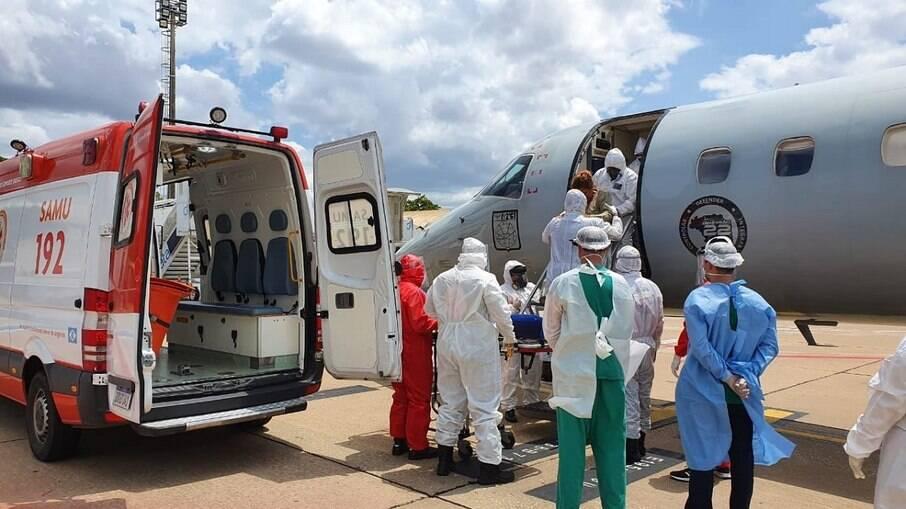 Força Aérea Brasileira (FAB) transportando de pacientes de Manaus com Covid-19