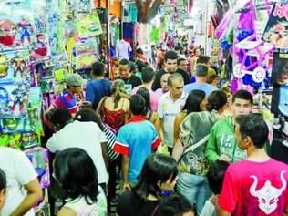 Espera. Consumidores aguardaram a chegada da segunda parcela do 13º para ir às compras ontem
