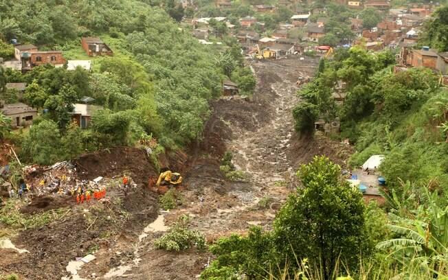 Morro do Bumba após a tragédia que deixou pelo menos 48 mortos; chuva causou deslizamentos