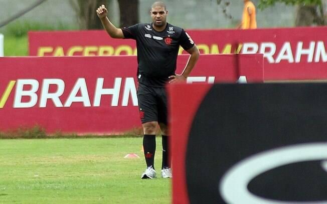 O atacante Adriano ainda não tem definida a  data de sua estreia com a camisa do Flamengo