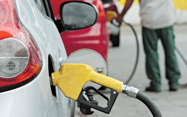 Depois de seis altas consecutivas, litro da gasolina no Brasil fechou novembro a R$ 4,63