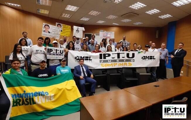 Moradores e empresários de Campinas realizaram manifestação em apoio à bandeira do IPTU Justo