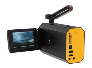 Nova versão da câmera conta com entradas para cartões de memória, cabos USB e HDMI