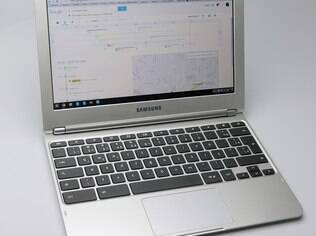 Samsung Chromebook roda sistema Chrome OS, do Google