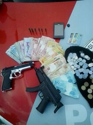 Itens apreendidos com os ladrões na cidade paulista de Itu